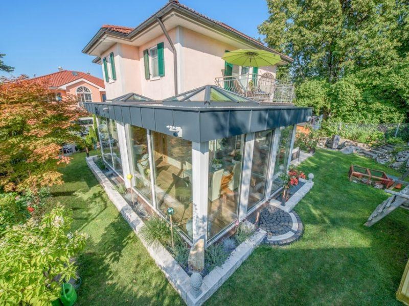 Wintergarten mit 2 Glaskuppeln