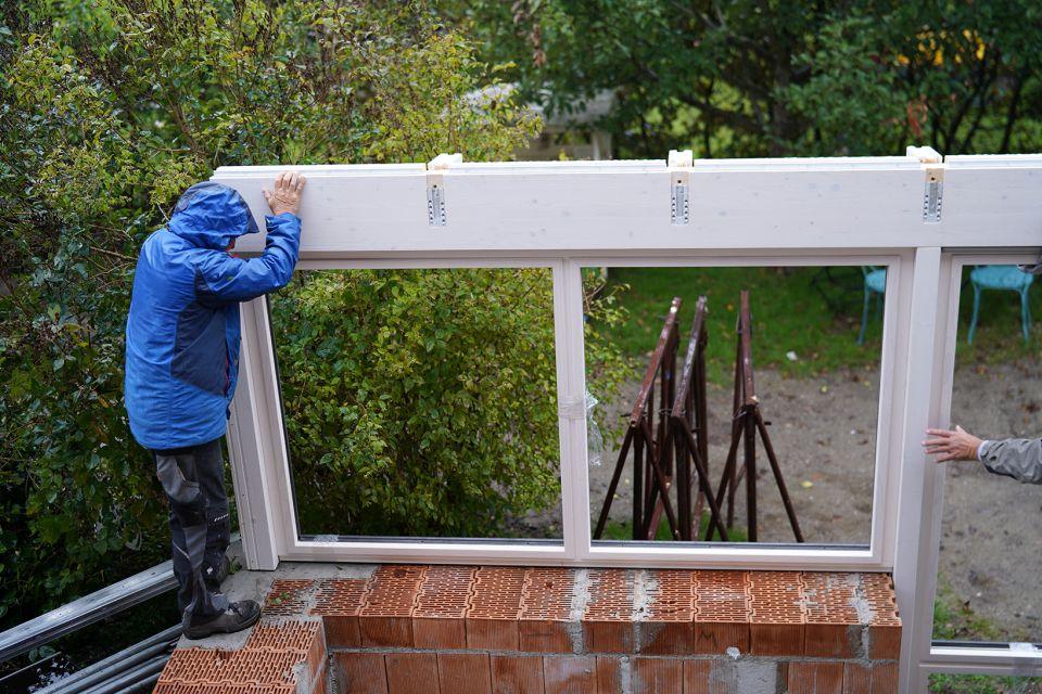 Montage des Holz-Aluminium Wintergarten