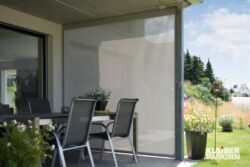 sonnenschutz-beschattung-terrasse-seitliches-sichtschutzrollo-KLAIBER-Ventosol-VS5100-1